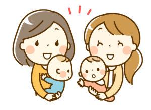 赤ちゃんを抱っこするママたち
